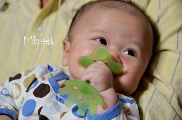 貝親綠色小花固齒器‧新手媽媽流行購買的寶寶用品