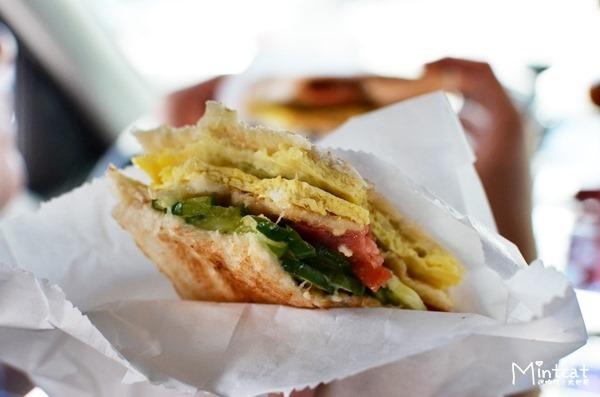 【早餐吃什麼】台中逢甲河南路喜得炭火燒三明治‧好吃炭烤三明治