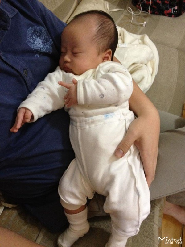 【成長日記】小熊寶0歲1個月