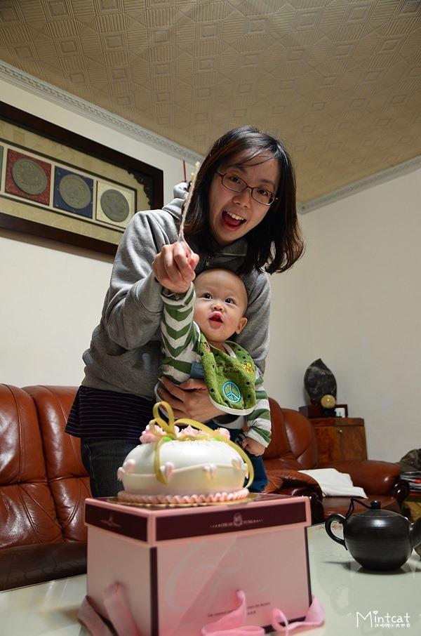 小熊寶滿一歲了!農曆生日居家慶生會