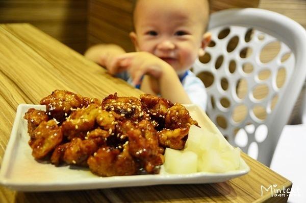 【新店美食】一舖食韓夏日最佳組合‧韓式炸雞搭涼麵
