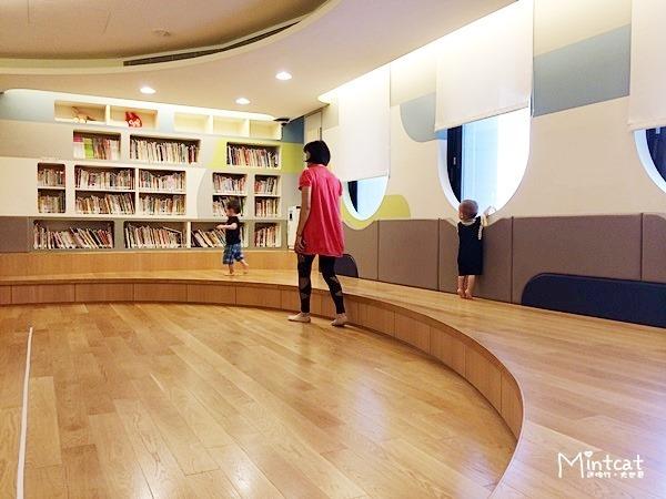 【熊寶1Y8M】行天宮親子班第2堂學習記錄‧親子共讀「媽媽的小褲褲」繪本