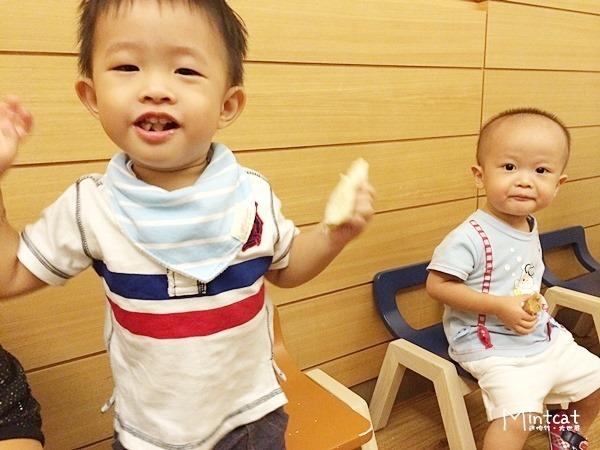 【熊寶1Y9M】行天宮親子班第3堂學習記錄‧感覺統合課刺激前庭發展與下肢肌耐力訓練