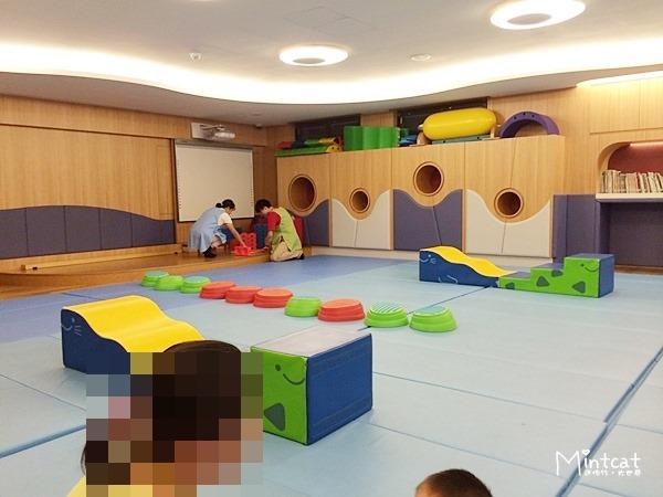 1Y9M行天宮親子班學習記錄・感覺統合課刺激前庭發展與下肢肌耐力訓練