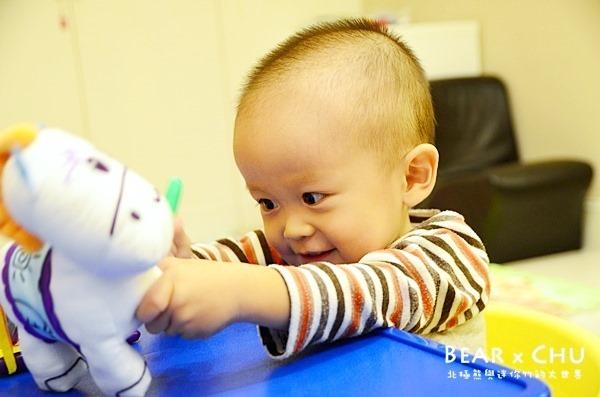 【熊寶1Y10M】世一文化水洗馬布偶體驗試用‧開心塗鴉刺激孩子的感官發展