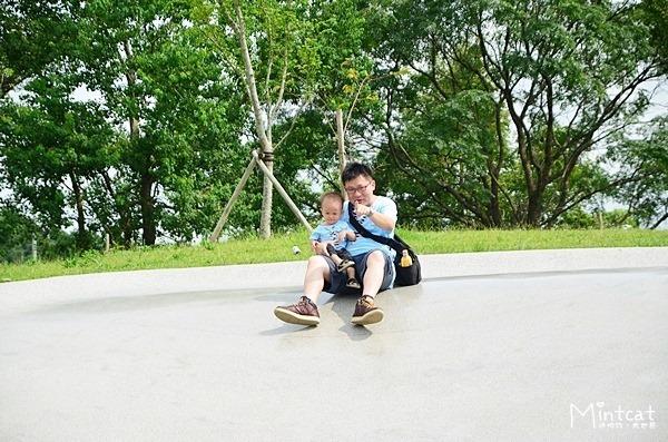宜蘭市龍潭湖風景區孩子會上癮之大溜滑梯・同場加映蝴蝶結與領帶親子裝